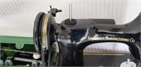 Singer Vintage Featherweight Sewing Machine in Box