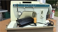 Portable Singer Fashion Mate Sewing Machine