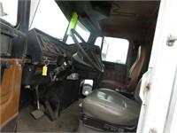(DMV) 2000 Freightliner FLD112 Roll Off Truck