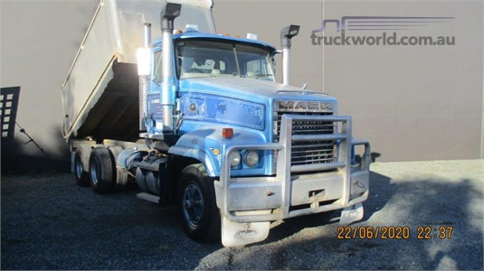 2003 Mack Trident - Trucks for Sale