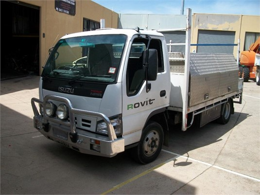 2006 Isuzu NPR 200 Premium - Trucks for Sale