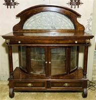 Pulaski Furniture Mahogany Lighted China Cabinet,