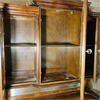 Pulaski Lighted Mahogany China Cabinet, 18 th