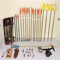 2 Quivers, 20 Arrows, 15 are wooden, Broadheads,
