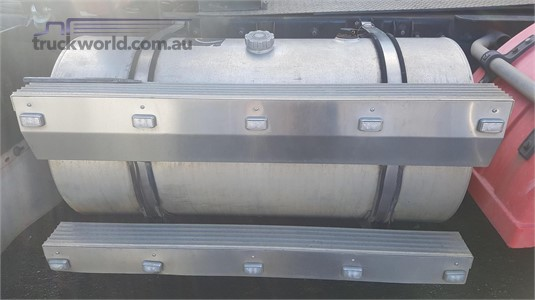 0 Mack Quantum Left Diesel Tank - Parts & Accessories for Sale
