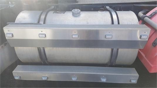0 Mack Quantum Right Diesel Tank - Parts & Accessories for Sale