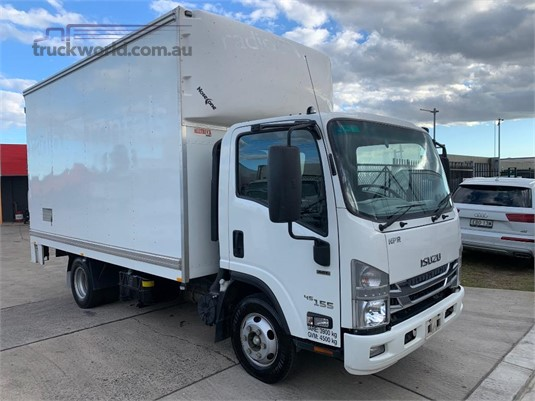 2016 Isuzu NPR 200 Medium Premium AMT  - Trucks for Sale