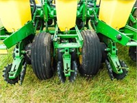 John Deere 1770NT, MaxEmerge XP, 16 row planter