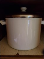 White Metal Stock Pot