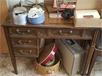 Vintage Singer Sewing Machine W/ Table