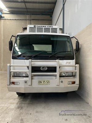 2008 UD PK10 - Trucks for Sale