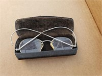 Vintage Eyewear (cracked)