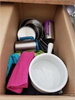 Box of kitchen misc