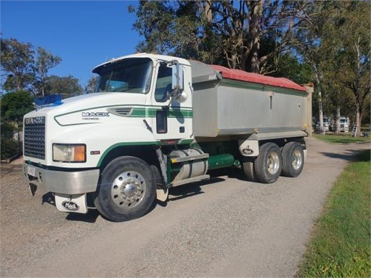2005 Mack Metro Liner - Trucks for Sale