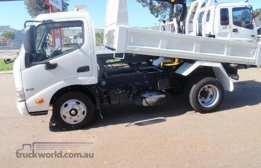 2015 Hino 300 Series 616 - Trucks for Sale