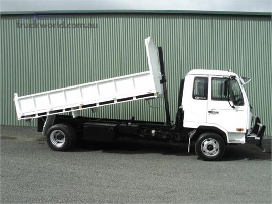 2006 UD MK240 - Trucks for Sale