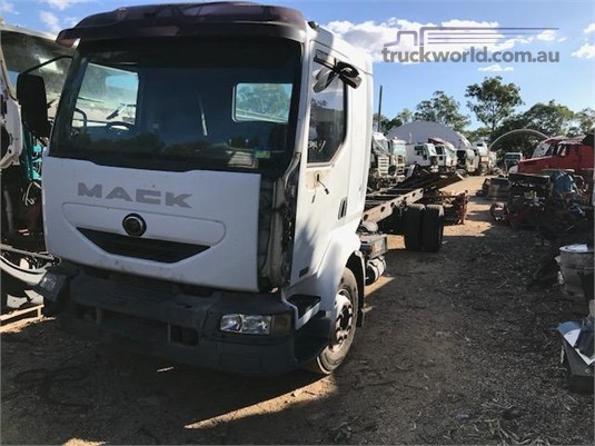 2005 Mack Midlum 220DCI - Wrecking for Sale