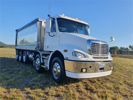 2019 Freightliner Columbia CL112 - Trucks for Sale