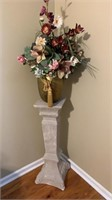 Pedestal and flower w/vase