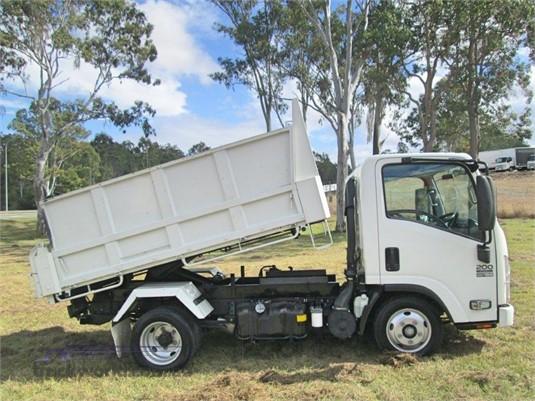 2015 Isuzu NLR 200 - Trucks for Sale