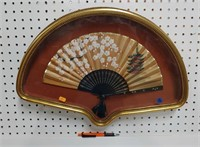 Vintage Asian hand fan w/Asian design in frame