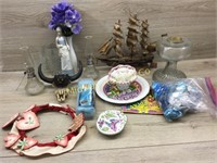 BOX LOT WITH OIL LAMP BASE/ VARIOUS OIL LAMPS/ VAS