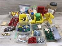 BOX LOT OF SCREWS/ WALL ANCHORS/ HARDWARE/ SCREWS