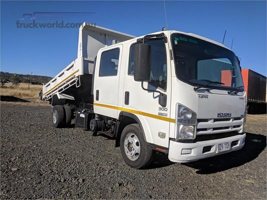 2011 Isuzu NPR Wheellink - Trucks for Sale