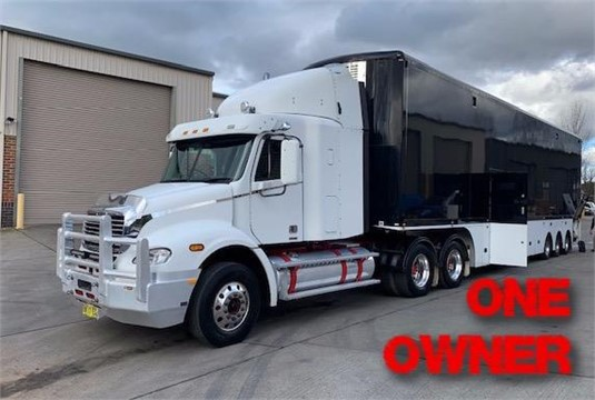 2010 Freightliner Columbia CL112 - Trucks for Sale