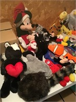 lg lot stuffed animals/beanies