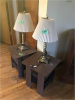 2 sm end tables an lamps