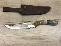HUNTING KNIFE IN LEATHER SHEATH