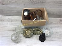 BOX OF MISC GLASSWARE/ BRASS TRAYS/ CANDLE HOLDERS