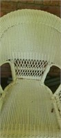 Set of 4 white wicker pieces