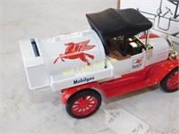 Mobil Gas - 1918 Tanker - Die Cast Bank - 1/25 -