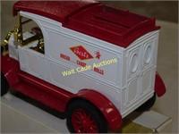 Ford 1913 Model T Van - Bosts Bread - Die Cast