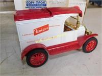 Ford 1913 Model T Delivery Van - Unique Garden