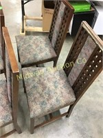 4 WOOD CHAIRS WITH UPHOLSTERED SEATS AND CENTER BA