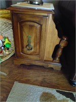 (2) Matching End Tables w/Magazine Rack