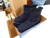 Storage Containers & Sz 8 Ladies Boots