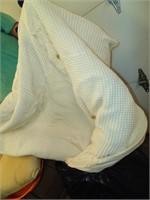 Comforter & (5) Throw Pillows