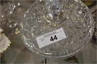 BOX- JOBLOT DECENTER & 3 GLASSES , BOWL , ETC