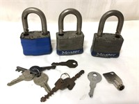 3 #5 Master Locks and a lot of keys