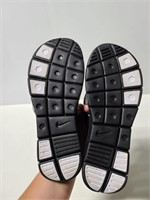 Nike comfory size 7 black flip flops