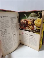 Better Homes & Gardens cook book
