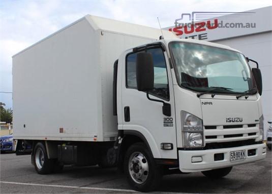 2015 Isuzu NPR 300 - Trucks for Sale