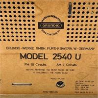Grundig #2540U Radio, Powers on