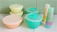 11 Pieces of Tupperware 5 Bowls, 6 Cups