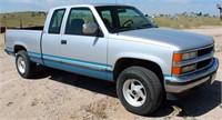 1994 Chev Silverado 2500 PK, ¾- ton, 4x4, ext cab, short bed, 5.7 liter V8 eng, auto trans, gn hitch, 204,665 mi, (view 1)