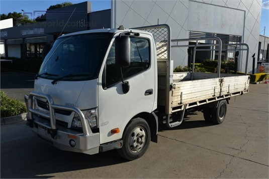 2014 Hino 300 Series 617 - Trucks for Sale